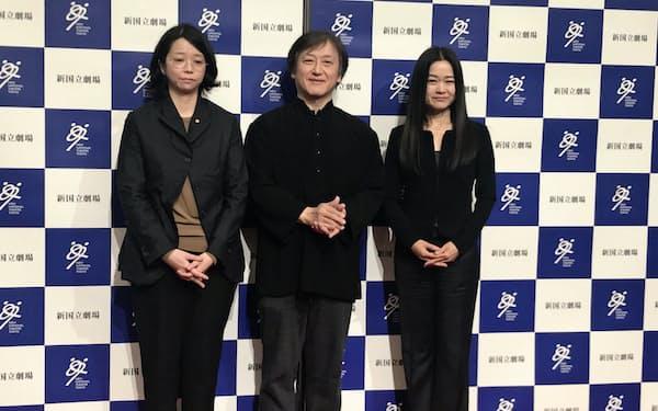 2020年9月に始まるシーズンの演目を発表した新国立劇場の(左から)小川絵梨子演劇芸術監督、大野和士オペラ芸術監督、吉田都次期舞踊芸術監督(20年1月、東京都渋谷区の新国立劇場)