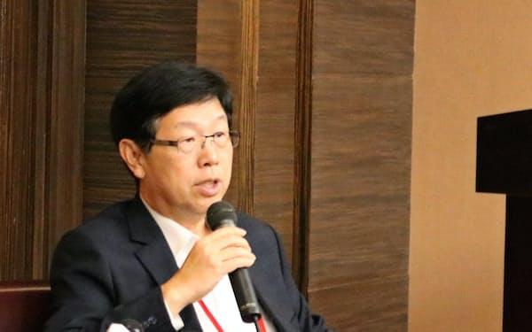 記者会見する鴻海の劉董事長(22日、台北市内)
