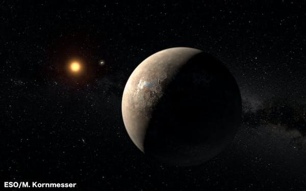 プロキシマ・ケンタウリ(輝いている左の星。ケンタウルス座アルファ星系の3つの太陽の1つ)を望む惑星プロキシマbの想像図(提供:ESO/M. Kornmesser)