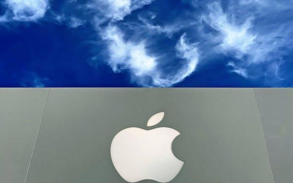 アップルはスマホ市場での巻き返しに向け廉価版iPhoneを投入すると見込まれている=ロイター