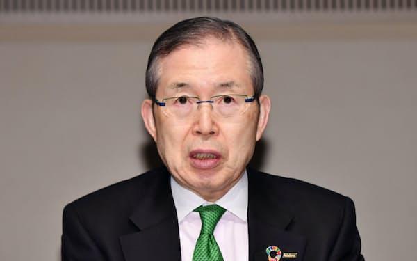 決算発表する日本電産の永守会長(23日、東京・大手町)