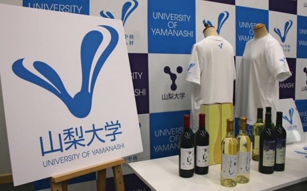 山梨大学はブランドマークでオリジナルグッズの販売促進を図る(22日、山梨大学)