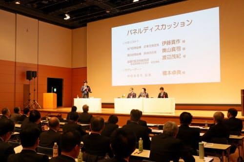 島根県信用保証協会が主催したシンポジウムには200人以上が参加した(18日、松江市)