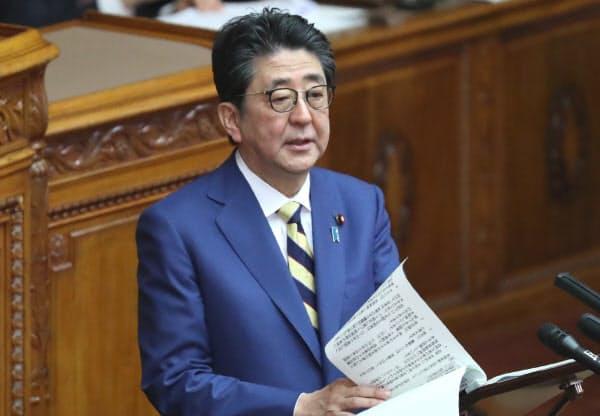 参院本会議で立憲民主・福山幹事長の質問に答える安倍首相(23日)
