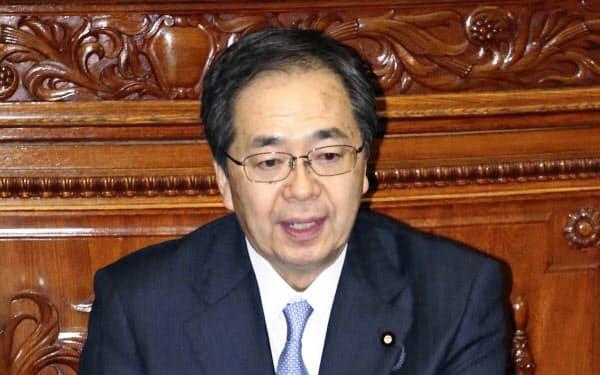 質問する斉藤鉄夫氏(公明)=共同