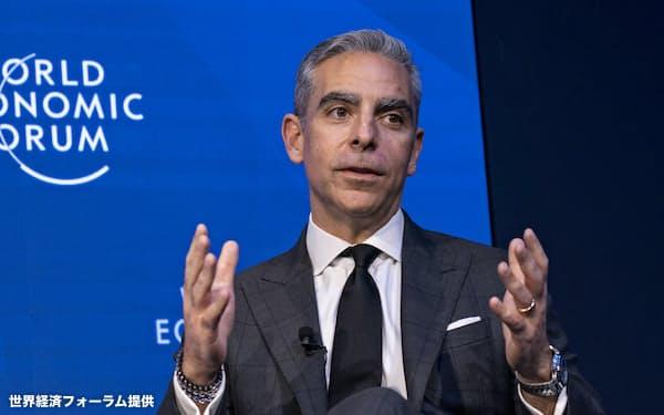 23日、デジタル通貨「リブラ」について説明する米フェイスブックのデビッド・マーカス氏(スイス・ダボス)=世界経済フォーラム提供