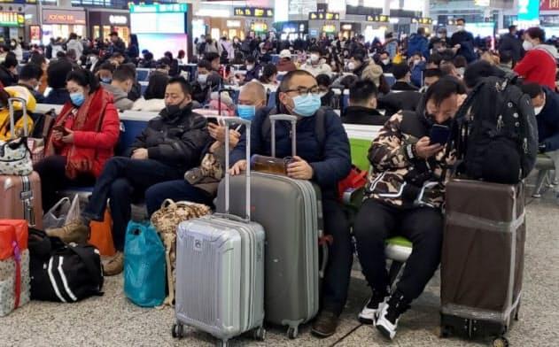 新型肺炎死者26人に 中国、春節連休で全土警戒