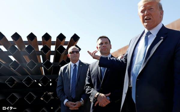 メキシコ国境付近を視察するトランプ米大統領(2019年9月、米カリフォルニア州)=ロイター