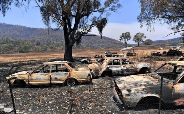 オーストラリア南東部で火災により被害を受けた車(ゲッティ=共同)