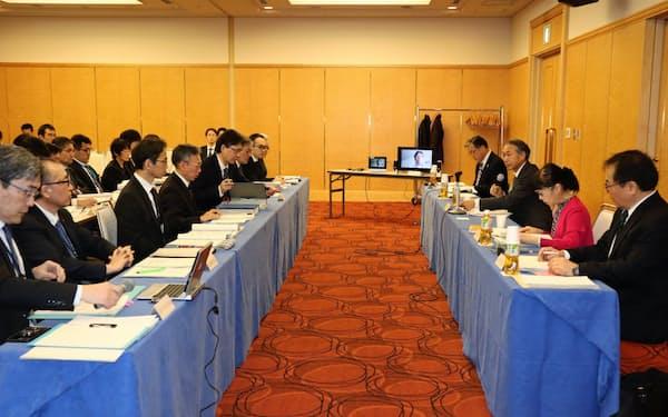 千葉県は災害対応に関する市町村アンケートの調査結果を有識者会議に報告した(24日、千葉市内)