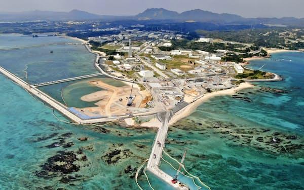 米軍普天間基地の移設先として埋め立てが進む沖縄県名護市辺野古の沿岸部(3月)=共同