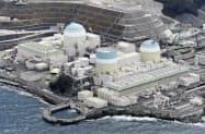 四国電力伊方原発。左から3号機、1号機、2号機(愛媛県伊方町)=共同