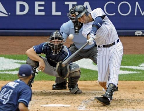 現役時代は走攻守そろった遊撃手としてヤンキースで活躍したジーター氏=AP