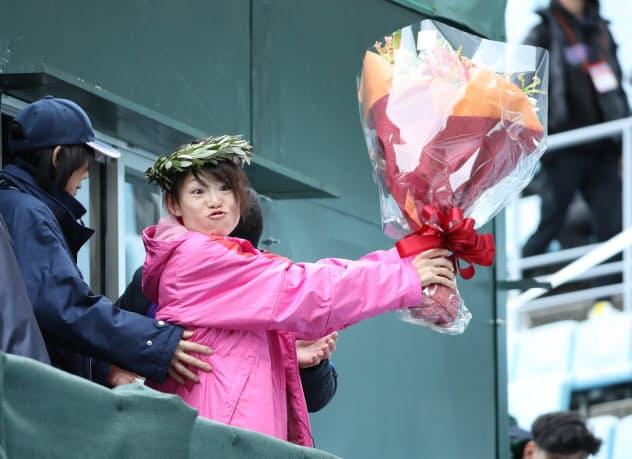 大阪国際女子マラソンで1位でゴールした松田