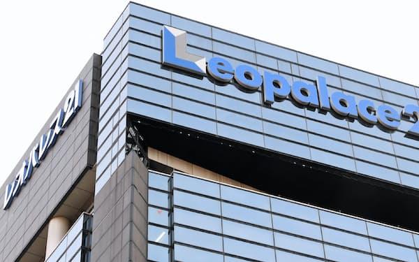 業績低迷が続くレオパレスに対し、株主の判断に注目が集まる