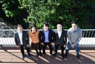 サムライインキュベートの榊原健太郎代表(中央)ら