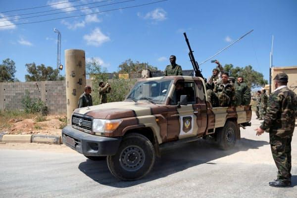 西部ミスラタに進軍した有力武装組織リビア国民軍の兵士(2019年4月)=ロイター