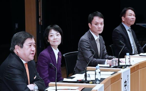 討論する(左から)安永、中川、神山、岩田の各氏(27日、東京・大手町)