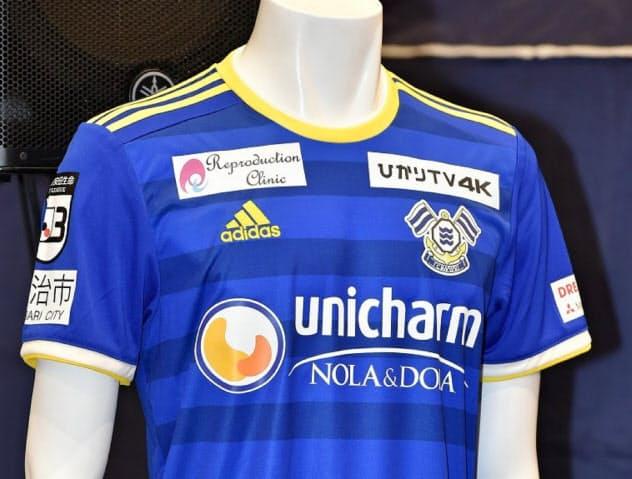 FC今治のユニホームにユニ・チャームのロゴが入る