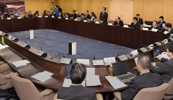 総務省で開かれた6Gについて話し合う「Beyond 5G推進戦略懇談会」(27日)
