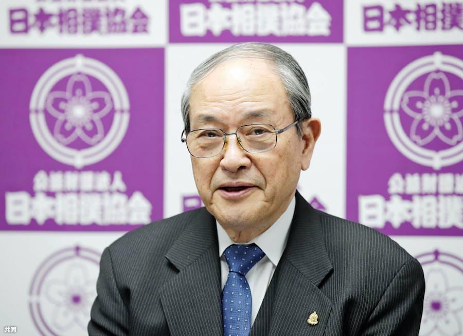 横審、両横綱に奮起促す 白鵬のかち上げに苦言も: 日本経済新聞