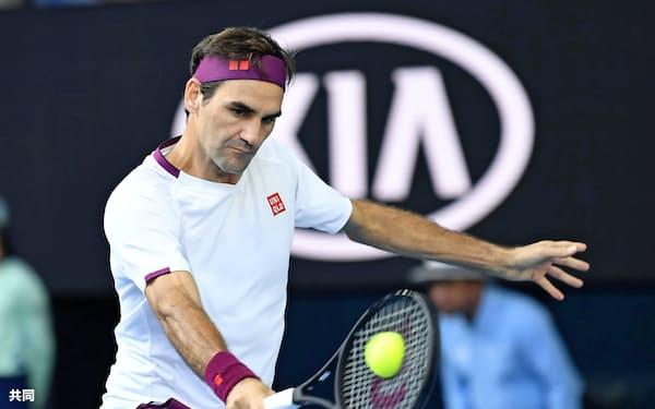 男子シングルス準々決勝で勝利し4強入りを決めたロジャー・フェデラー(28日、メルボルン)=共同