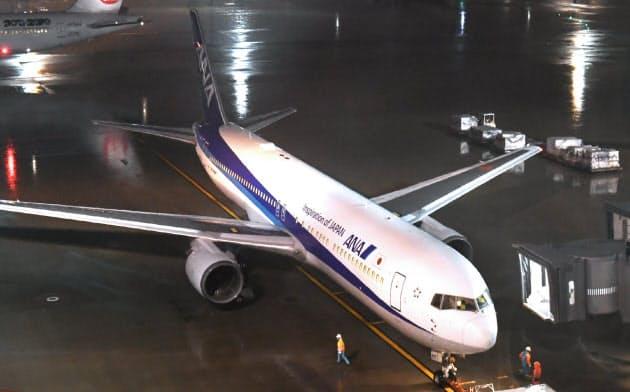 中国湖北省にいる邦人を帰国させるため、武漢空港に向けて出発するチャーター機(28日、羽田空港)
