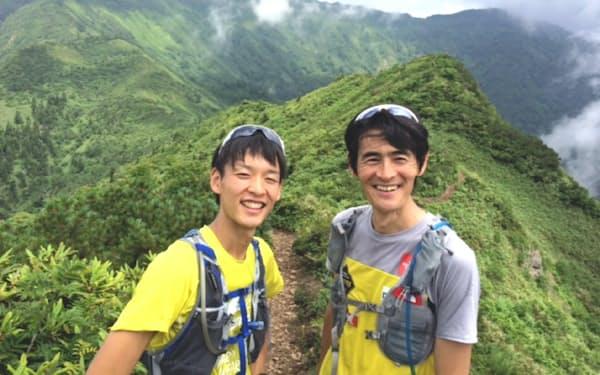 上田選手(左)とともに地元群馬の上州武尊山で