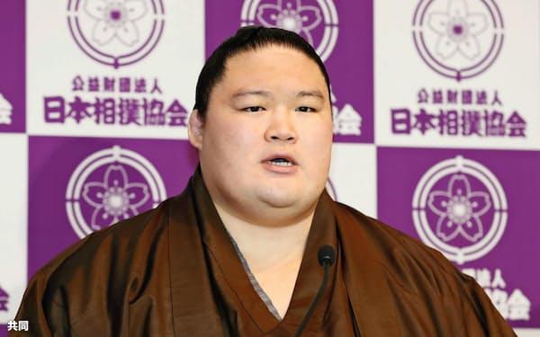 記者会見をする引退した元大関豪栄道(29日午前、東京・両国国技館)=共同