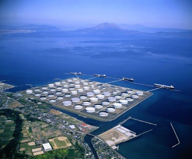 錦江湾に浮かぶ世界最大級の原油の中継備蓄基地