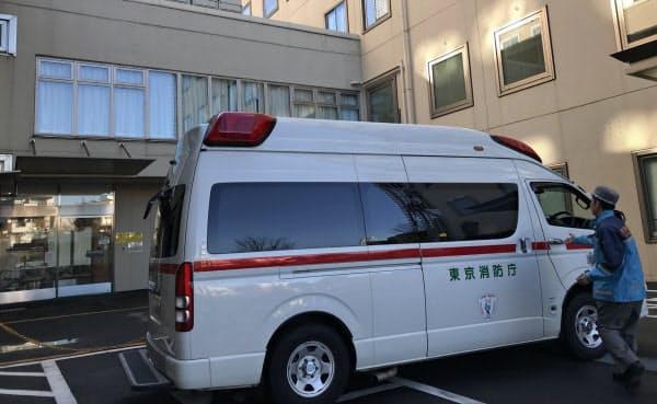 検査対象の基準変更により、患者の早期入院を促す。写真は中国からの帰国邦人が搬入された都立駒込病院(1月29日)