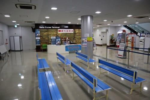 クルーズ船ターミナルの観光案内所も客の姿は見られなかった(29日、那覇市)