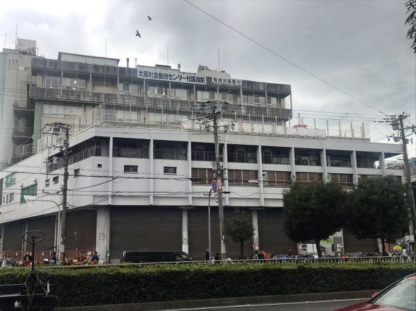 建て替えに向け、医療センター以外はすでに閉鎖されたあいりん総合センター