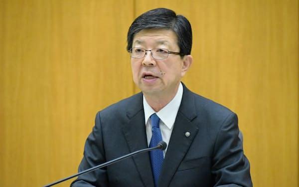 決算を発表する原田宏哉社長(29日、仙台市)