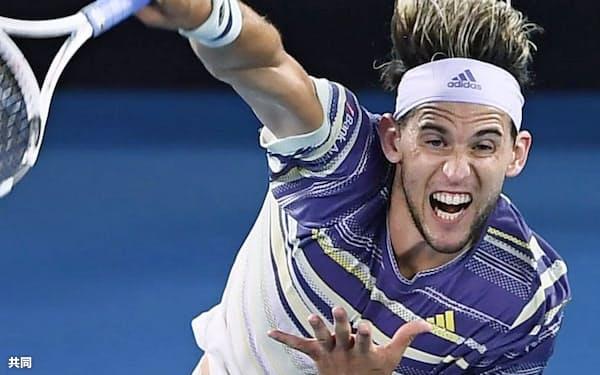 男子シングルス準々決勝でラファエル・ナダルを破ったドミニク・ティエム(29日、メルボルン)=共同