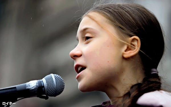 スウェーデンの環境活動家グレタ・トゥンベリさんは29日、自分の名前や活動の名称を商標登録したと発表した(1月スイスで)=ロイター