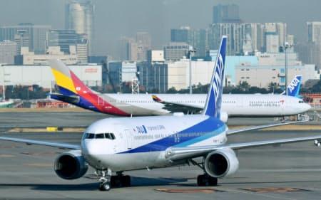 帰国希望の邦人を乗せ、武漢から到着したチャーター機の第2便(1月30日午前、羽田空港)