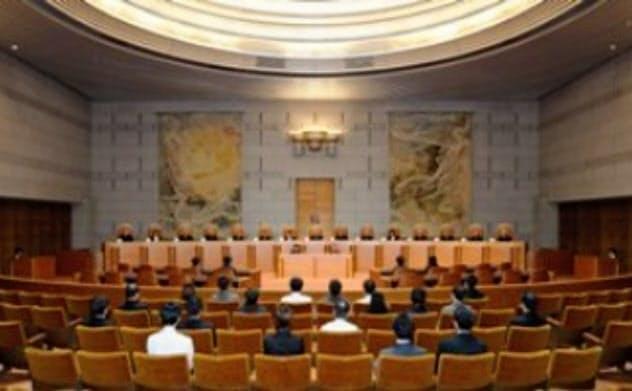 違憲かどうかは、15人の裁判官が全員参加する大法廷で裁かなくてはならない(最高裁のホームページより)