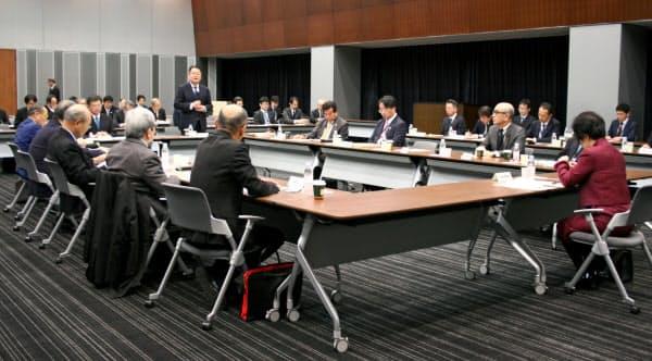 富士山登山鉄道構想検討会の第4回理事会で中間報告骨子の素案が了承された(30日、東京・永田町)