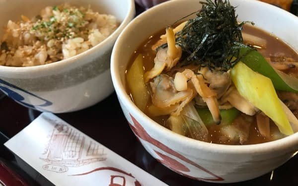 深川宿の「辰巳好み」はぶっかけと炊き込みの2種類を一度に楽しめる