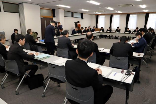 会議には約50人が出席した(31日、秋田市)