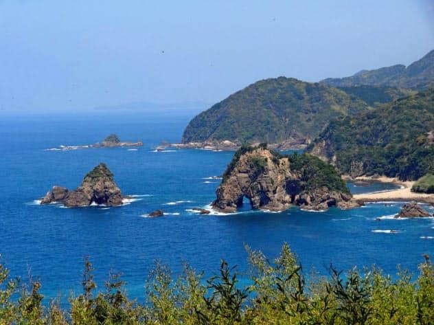 地元では「ゾウ岩」と呼ばれる妙見浦(熊本県天草市)=天草ジオパーク推進協議会提供