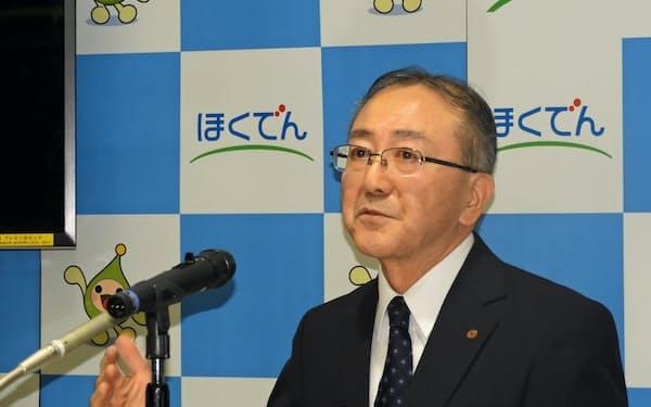 決算会見する北海道電力の藤井裕社長(31日、札幌市)