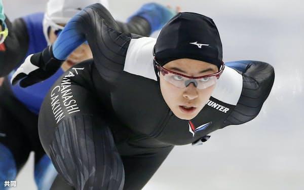 スピード成年女子500メートル決勝 優勝した岩手・熊谷萌(31日、YSアリーナ八戸)=共同