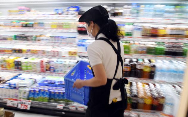 年金改革は短時間労働者の厚生年金加入を広げる(東京都内のスーパー)