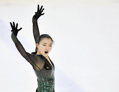 フィギュア成年女子で優勝した兵庫・坂本花織のフリー(1日、三沢アイスアリーナ)=共同