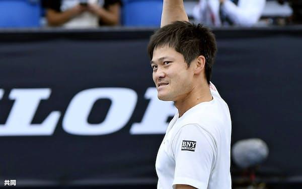 車いすの部男子シングルスで優勝し、喜ぶ国枝慎吾(2日、メルボルン)=共同