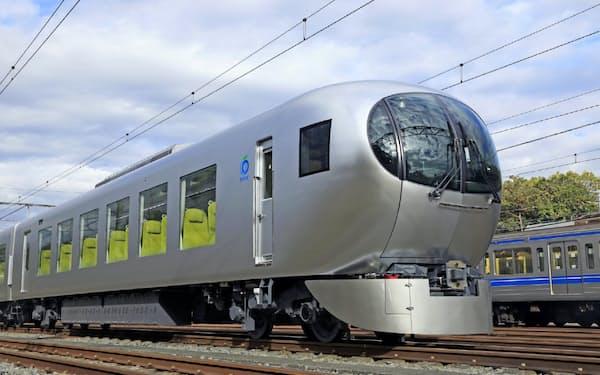 2019年に運行を始めたラビューは曲面ガラスなどの特徴的なデザインで観光客増を狙う