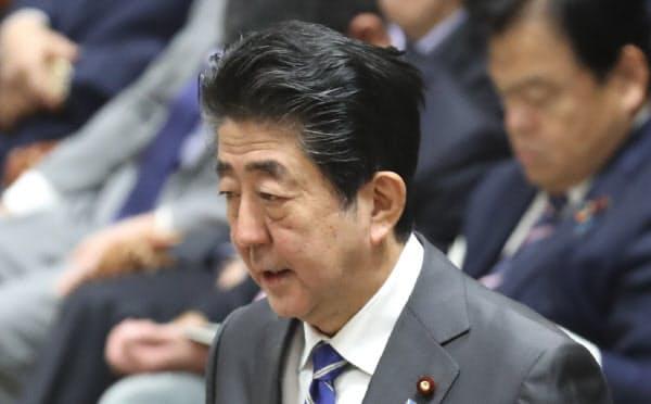 3日の衆院予算委で答弁する安倍首相