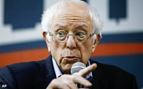 民主党の大統領候補指名選挙に向けてアイオワ州で演説するバーニー・サンダース氏=AP